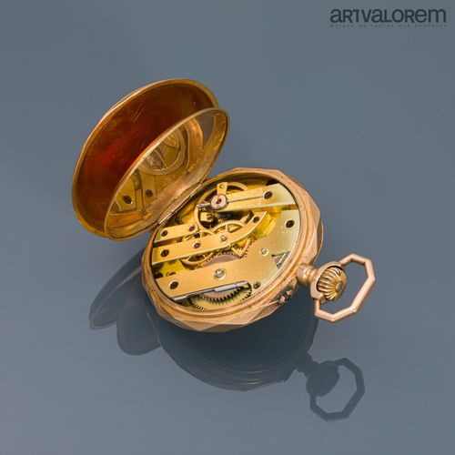 Montre de gousset en or jaune 750°/°° , cadran émaillé blanc à index chiffres ar…