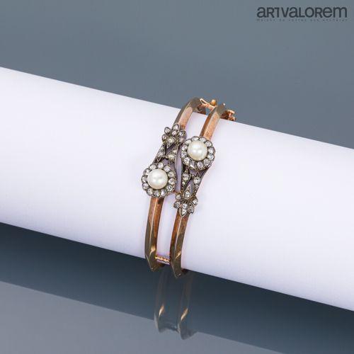 Bracelet double jonc en or rose 750°/°° et argent centré de deux fleurs stylisée…