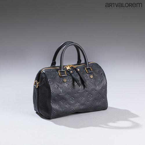 LOUIS VUITTON  Sac speedy en veau grainé bleu embossé du monogramme Vuitton,  Bi…