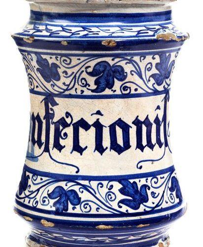 Kleiner italienischer Albarello Height: 16.3 cm. Late 16th century. White glaze …