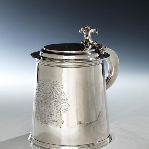 Londoner Silberhumpen Höhe: 20 cm. Gewicht: 890 g. Deckel und rechts neben dem H…