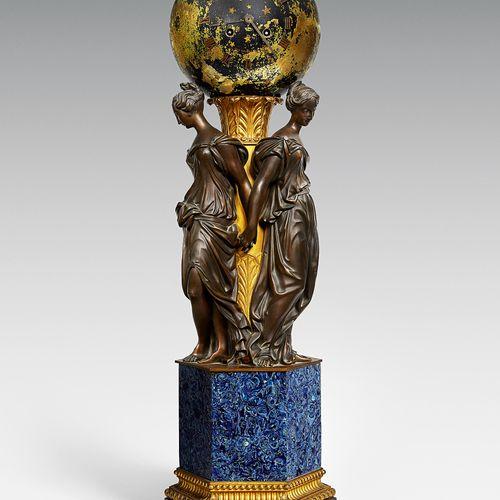 Große Uhr mit Weltkugel und drei Grazien Höhe: 81 cm. Breite: 25 cm. Um 1830/40.…