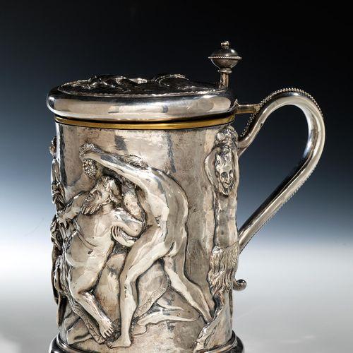 Silberhumpen mit Bacchanal Höhe: 27 cm. Gewicht: 1842 g inkl. Fremdmaterialien. …