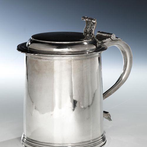 Londoner Silberhumpen Höhe: 19,6 cm. Gewicht: 885 g. Wandung und Deckel punziert…