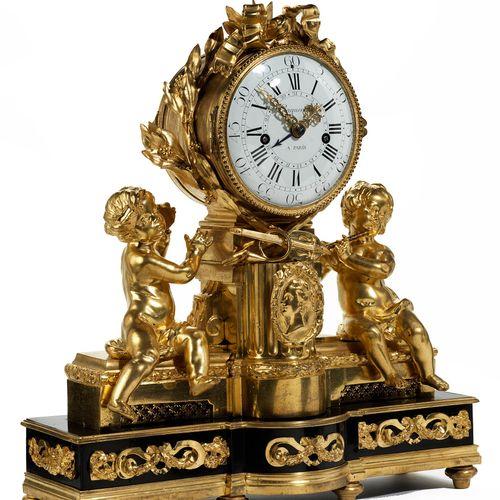 Französische Louis XVI Kaminpendule Höhe: 55 cm. Länge: 50 cm.Tiefe: 20 cm. Beze…