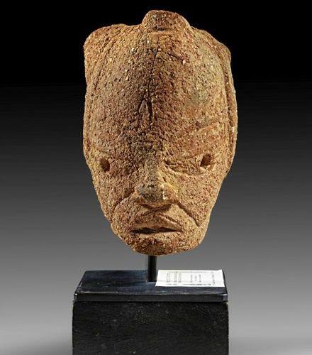 AFRIKA UND OZEANIEN Small terracotta head. Nok, Nigeria, 500 B.C. 200 A.D. Intac…