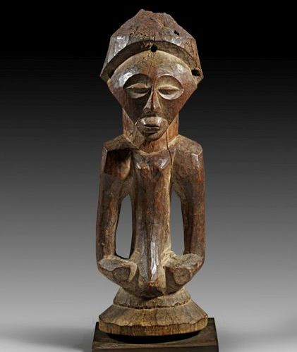 AFRIKA UND OZEANIEN Fine magical half figure with arms carved free of the body a…