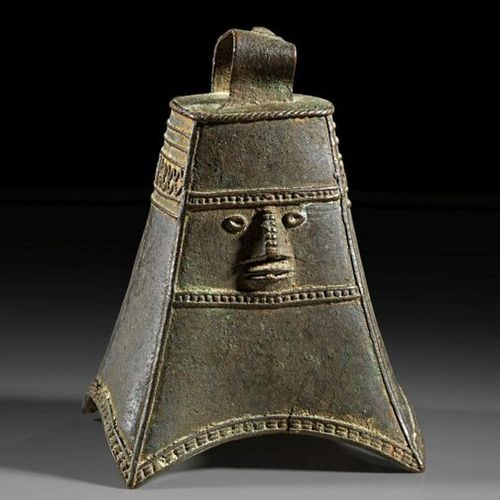 AFRIKA UND OZEANIEN Yoruba bronze four sided bell from Nigeria showing on one si…