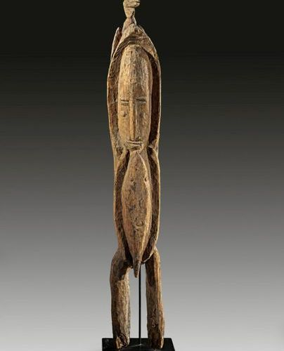 AFRIKA UND OZEANIEN Cult figure in form of a standing male figure made of carved…