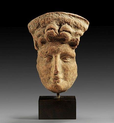 TERRAKOTTASKULPTUR Etruscan votive head depicting the veiled head of a young man…