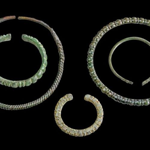 LOT Collection of a twisted bronze torques (Luristan, 1st millenium B.C. Or late…