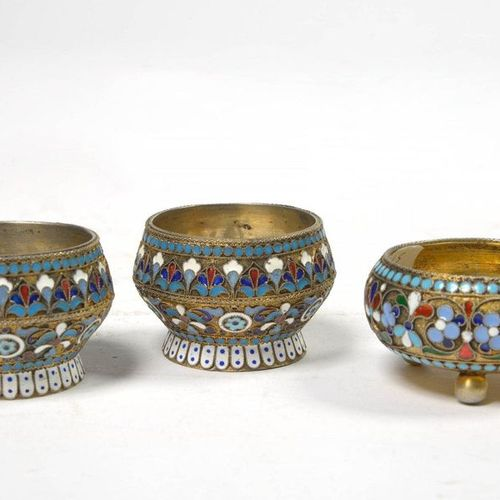 Set of three 84 zolotnik silver salt shakers in cloisonné enamel with floral dec…