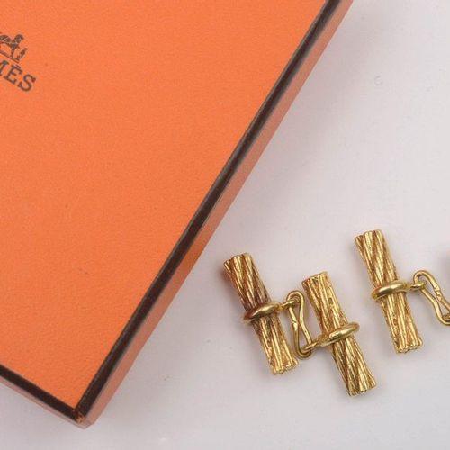 HERMÈS Paris Paire de boutons de manchette en or jaune 18 carats. Signés Hermès …