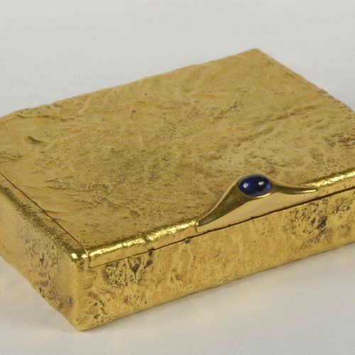 """CARTIER Superb """"Samorodok"""" decorated cigarette case in 18K yellow gold set with …"""