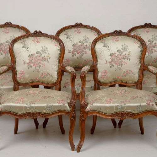 Suite of five Louis XV armchairs in carved walnut and silk upholstery with flora…
