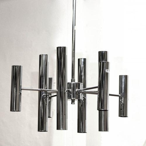 SCIOLARI Gaetano (XXème XXIème) Lustre en acier chromé à 16 feux sur deux niveau…