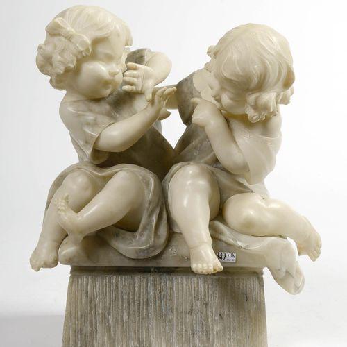"""""""Les jeux d'enfants"""" en albâtre sculpté. Travail italien. Epoque: vers 1900. (*)…"""