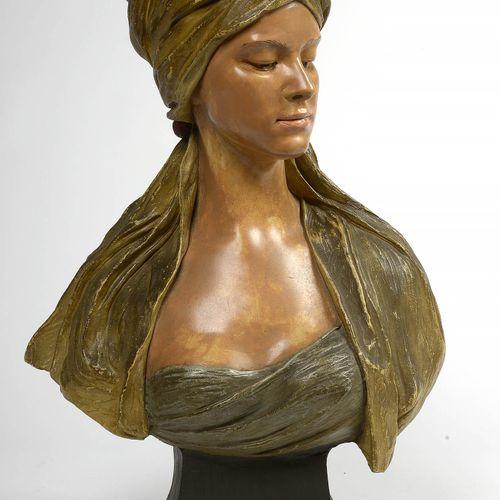 """GOLDSCHEIDER Friedrich (1845 1897) """"带头巾的年轻女子的多色陶土半身像。在维也纳签署了Goldscheider神父。有几个编号…"""