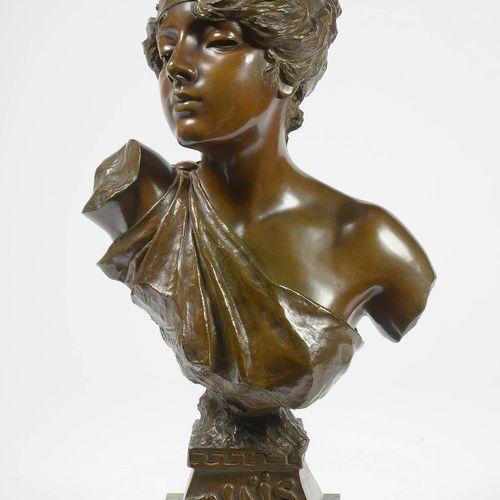 """VILLANIS EMMANUEL (1858 1914) """"泰斯半身像"""",青铜材质,有棕色铜锈。签名:E.维拉尼斯。安放在绿色大理石底座上。法国学校。印有18…"""