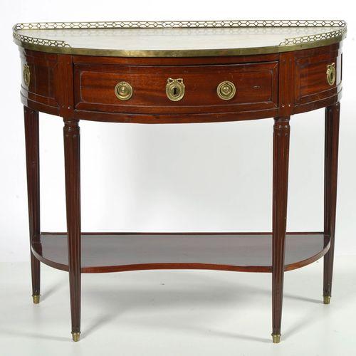 Console demi lune Louis XVI en acajou ouvrant par un tiroir en ceinture. Ornemen…
