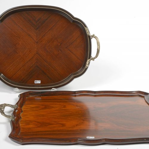 一套两个托盘:一个长方形,一个椭圆形,红木和Macassar黑檀木,带银质把手,800/1000,带有布鲁塞尔银匠Storbelle和Altenloh的标记。尺…