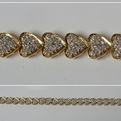 "18K黄金手镯,""Hearts ""设计,镶嵌明亮式切割钻石,共重+/ 1.70克拉。长:+/ 16.5厘米。总重量:+/ 20克。"