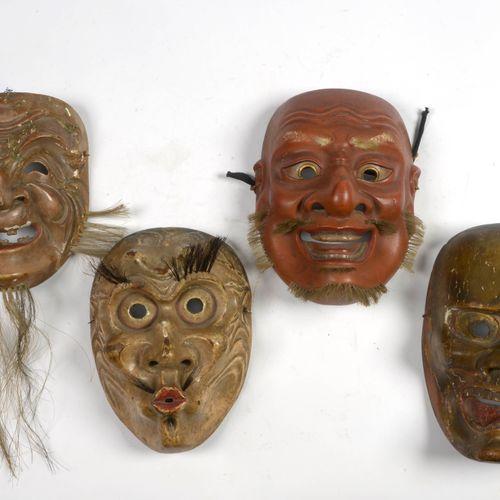 """Lot de quatre masque """"Nô"""" en bois sculpté et polychromé. Travail japonais. Epoqu…"""