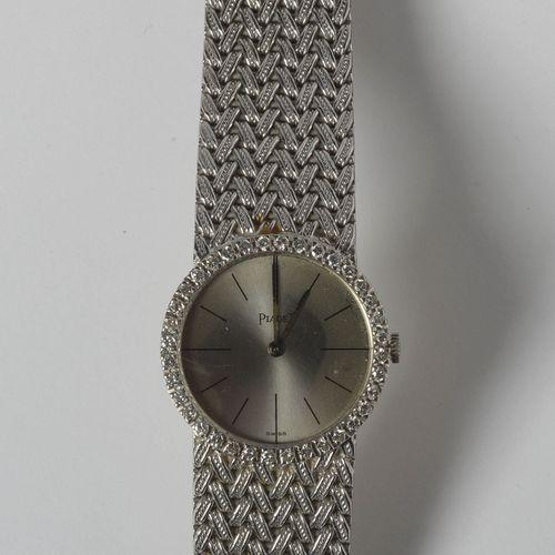 伯爵18K白金腕表,镶嵌总重+/ 0.55克拉的圆形钻石。不在工作状态。外壳尺寸:+/ 2.4x2.4cm。总重量:+/ 60.9克。