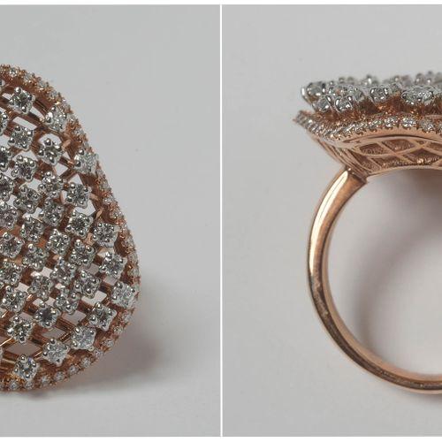 Bague en or rose 18 carats sertie de diamants taille brillant pour un total de +…