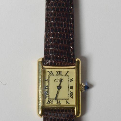 Montre en argent vermeil 925/1000 ème de marque Must de Cartier, modèle tank. Mo…