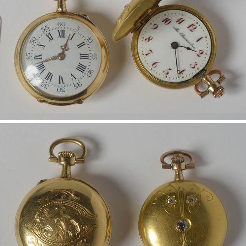 两只18K黄金怀表:一只来自浪琴表,另一只镶有玫瑰切割钻石,来自National Watch。第一台处于工作状态,第二台需要进行维修。尺寸:+/ 4.2x3cm…