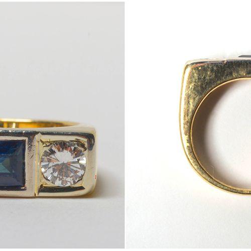 Bague en or jaune 18 carats sertie de 2 diamants taille brillant pour un total d…