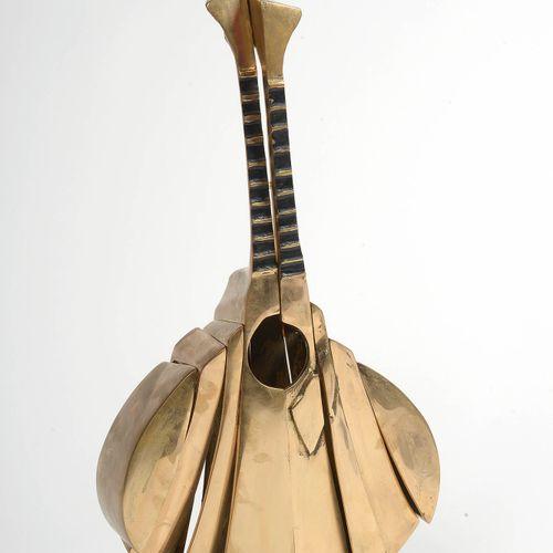 """ARMAN (1928 2005) 鎏金铜制的 """"葡萄牙吉他""""。签名:阿尔曼。标有 """"E.A. """"表示艺术家的证明,编号为6/20。法裔美国人学校。在阿尔曼的青…"""