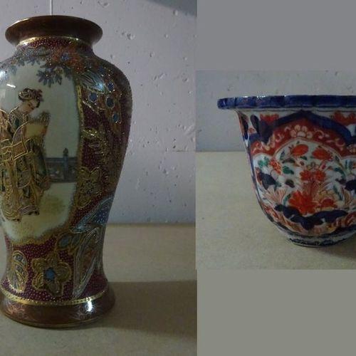 JAPON  Lot de porcelaines modernes IMARI et SATSUMA dont vases, plats, assiettes…