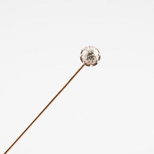 Epingle de chapeau en ors jaune et gris (750) ornée d'un diamant de taille ancie…