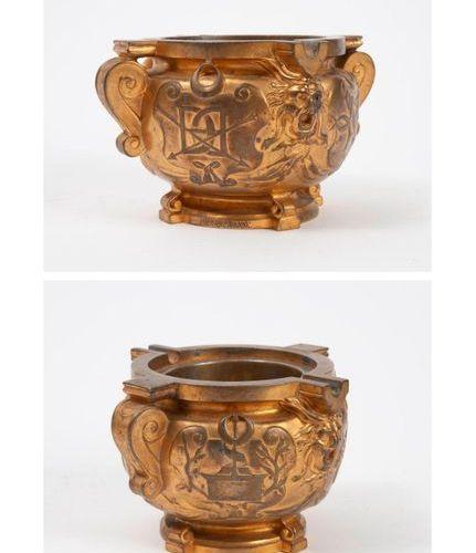 Etablissements BARBEDIENNE, seconde moitié du XIXème siècle  Gilt bronze ashtray…