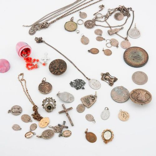 Set of religious medals in silver (800) or metal and fancy stones.  Total gross …