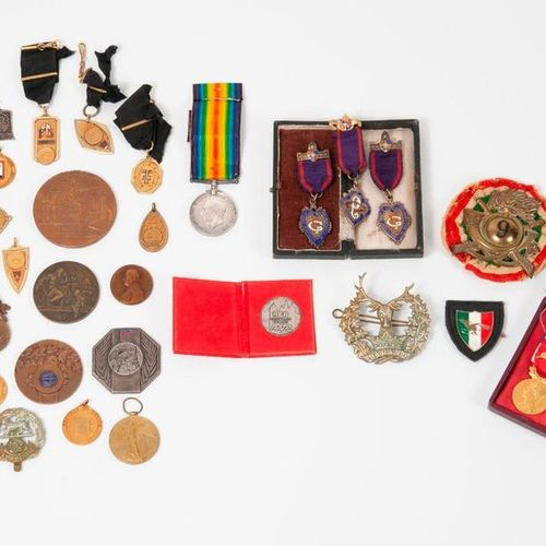 Set of insignia (infantry, Hampshire, Bydand) and medals (1914 1918, Home Office…