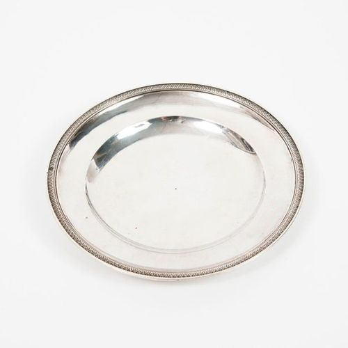 Round silver saucer (950) lined with a frieze of water leaves.  Goldsmith's mark…