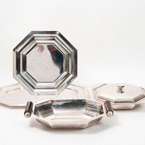 Lot in silvery metal, Art Deco model :   Rectangular tray with cut corners.  Siz…