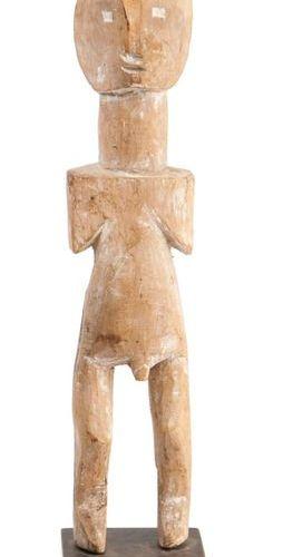 GHANA, Ewé Statue Ga. Bois sculpté représentant un personnage debout, stylisé. T…