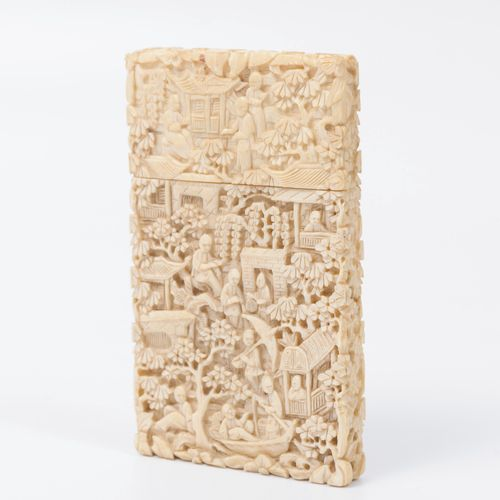 Chine, vers 1880 1900 Card case in ivory (Elephantidae spp; > 20%) carved with f…