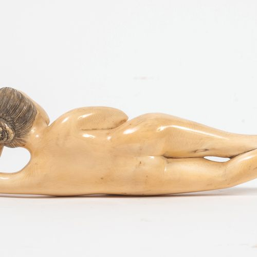 JAPON, début du XXème siècle Female doctor.  Carved ivory (Elephantidae spp; > 2…