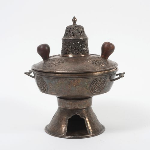 TIBET, seconde moitié du XIXème siècle Perfume burner in silver (min. 800) and w…