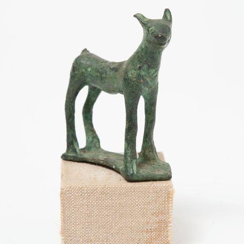Asie Mineure, Deuxième moitié du Ier Millénaire. Capridé figure  Bronze with a s…