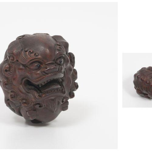 JAPON, fin du XIXème début du XXème siècles Dragon head.  Netsuke in carved wood…