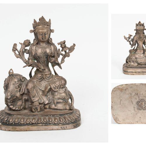TIBET, XIXème XXème siècles Silver patinated metal statuette of a bodhisattva si…