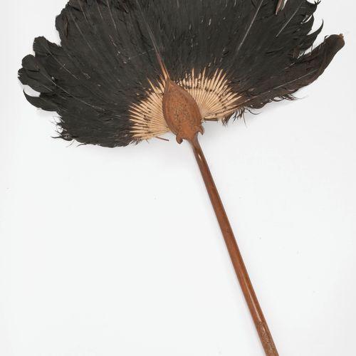 CHINE, Fin du XIXème ou début du XXème siècle Large fan with wood handle carved …