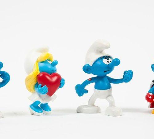 PEYO & PLASTOY Collectoys Lot de quatre figurines en résine: Schtroumpf costaud,…
