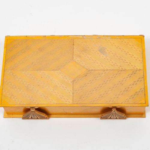 CHARLTON & Co, New York Pendulette 8 jours inscrite dans un coffret rectangulair…